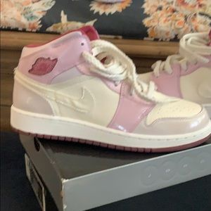 Girls Jordan's 1 pink and pearl white GS size 6
